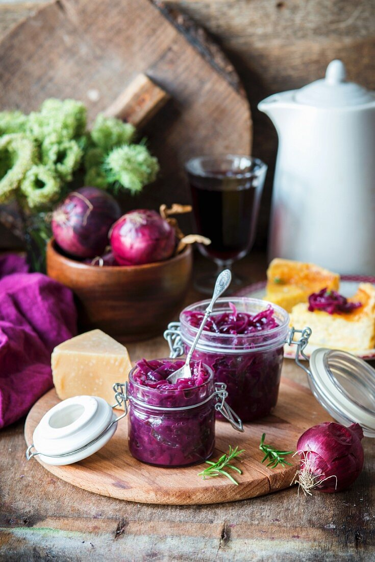 Onion jam with red wine and honey