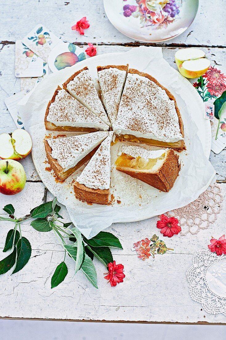 Apfelweintorte mit Sahnehaube aus Hessen