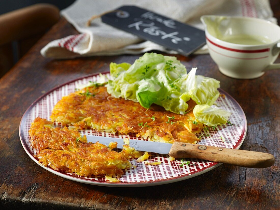 Swiss rösti with lettuce