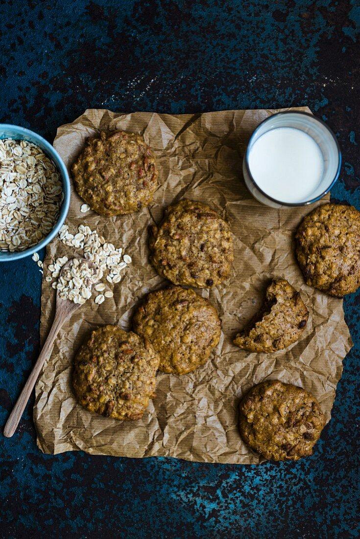 Oat and goji berry cookies