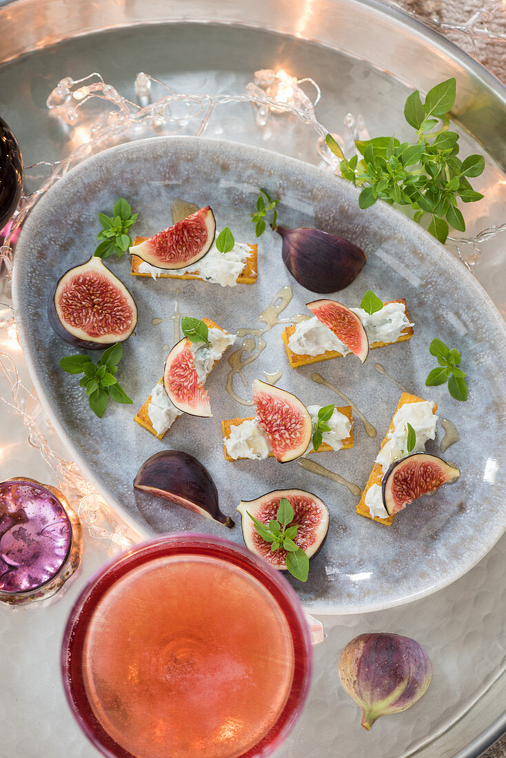 Polenta slices with dolcelatte and figs