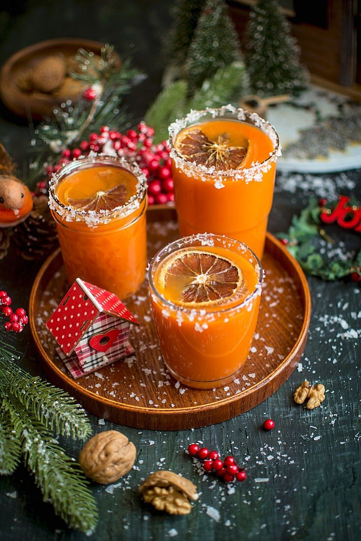 Warm orange juice (Christmas drink)