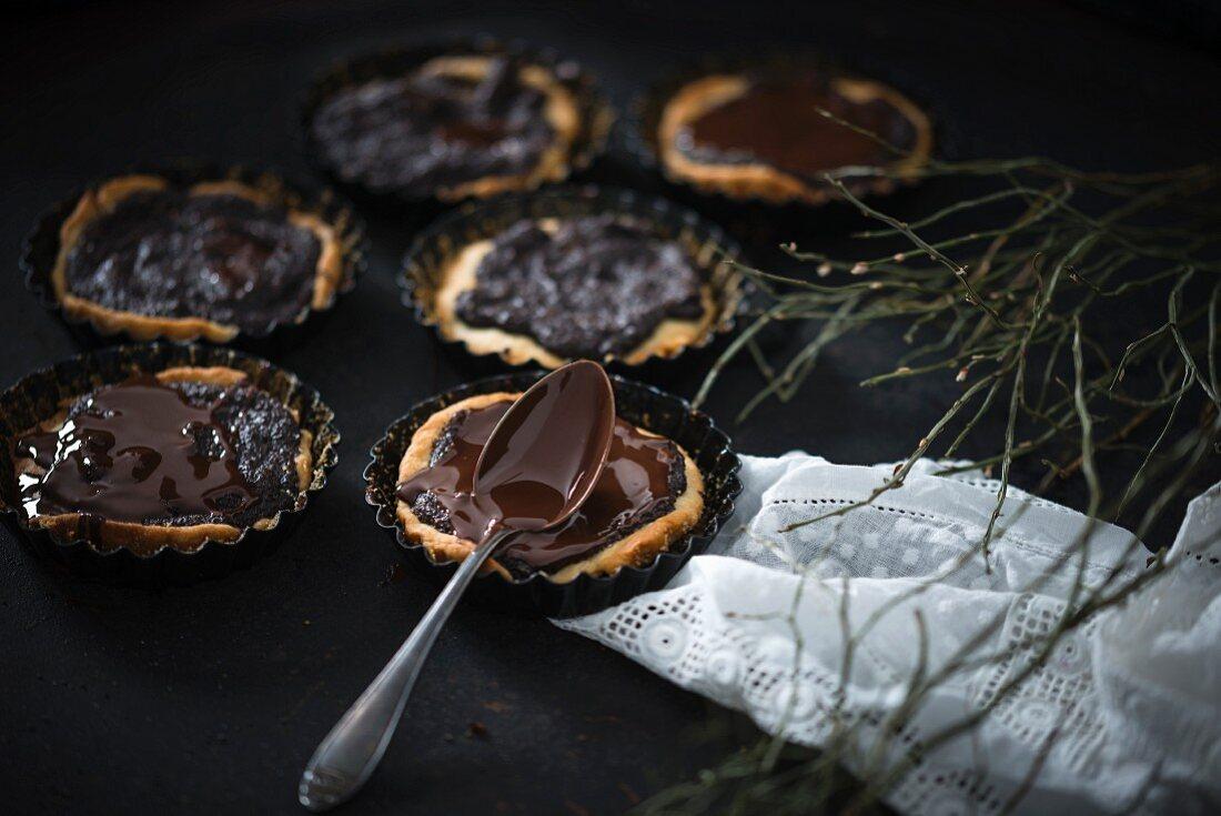 Vegan poppy seed tartlets with dark chocolate glazing