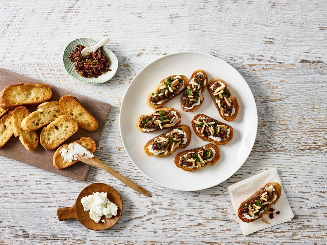 Crostini with goat's cheese and olive tapenade