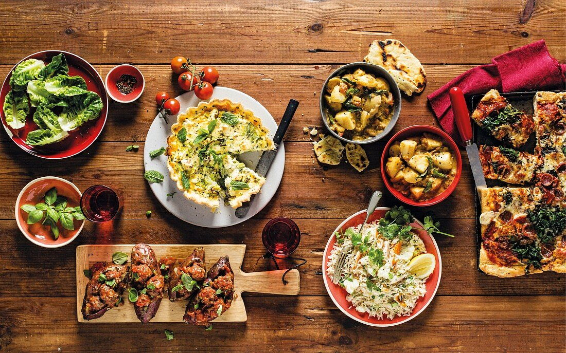 Various cheap family dishes (quiche, sweet potatoes, potato curry, cauliflower pilaf, pizza)