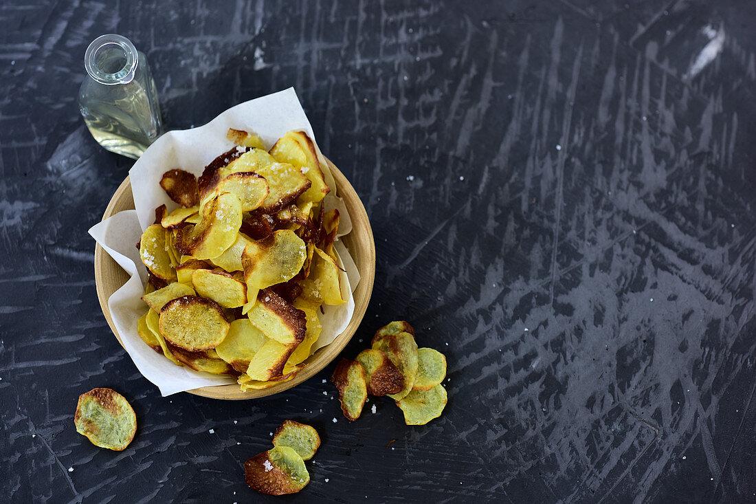 Potato chips with salt and vinegar seasoning