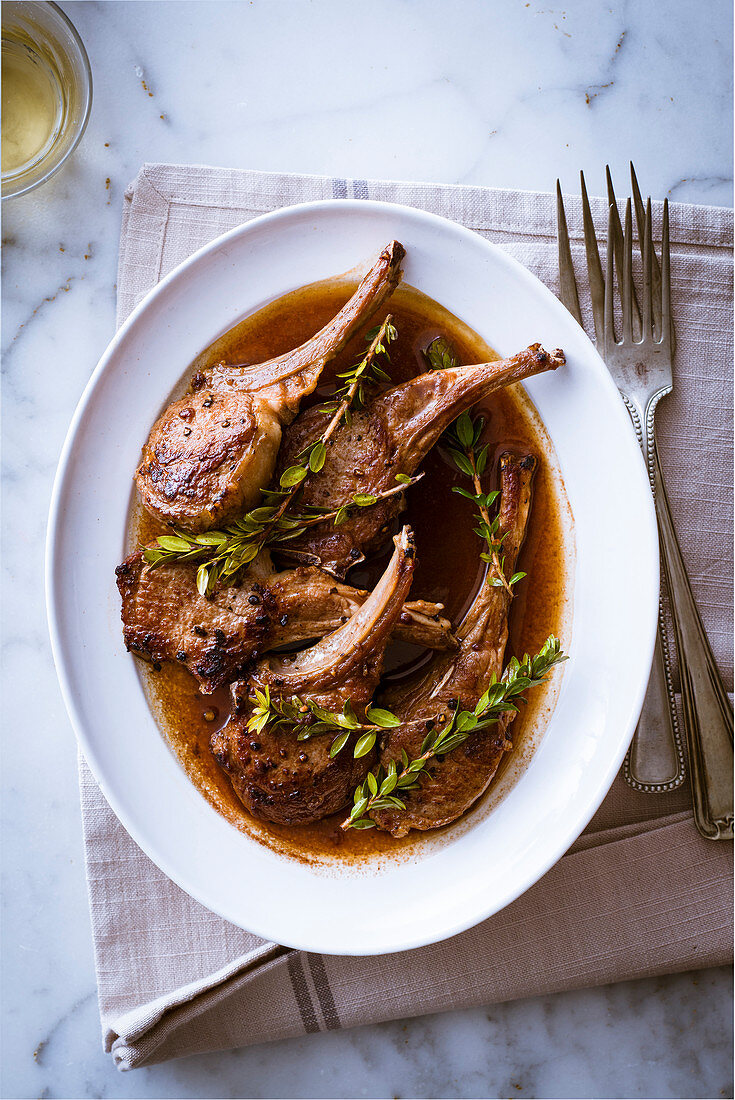 Lamb chops with honey and rosemary