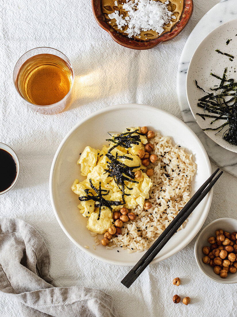 Japanese style scrambled egg with rice, chickpeas and nori