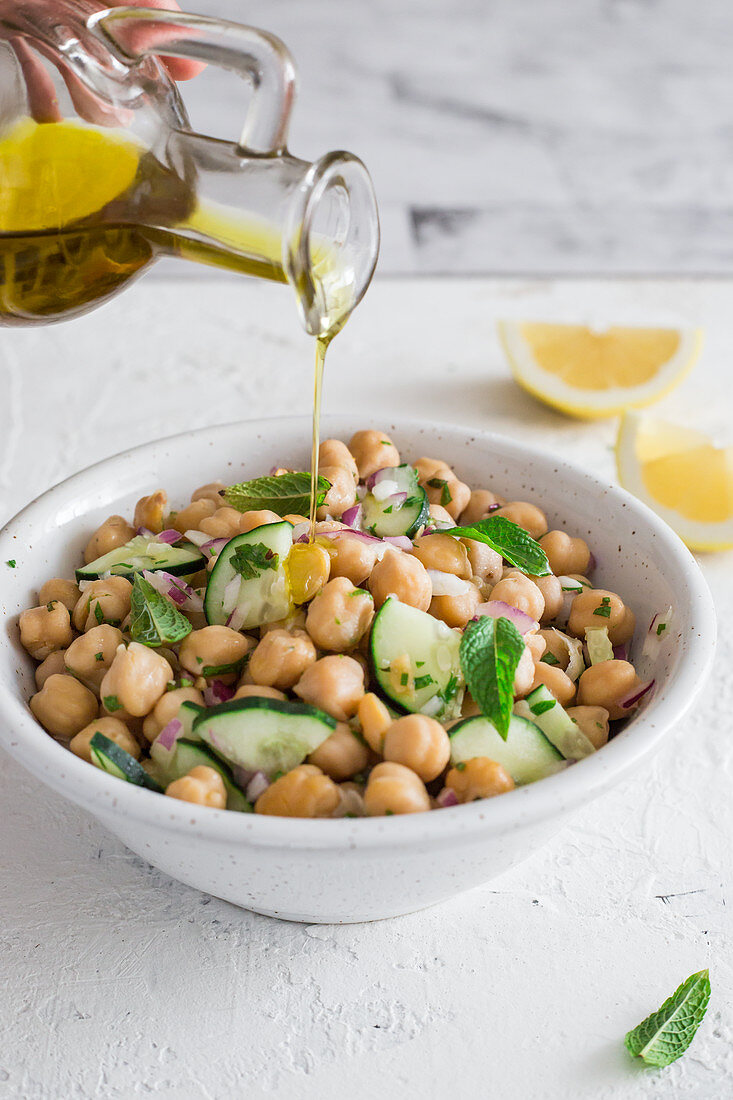Chickpeas salad with olive oil