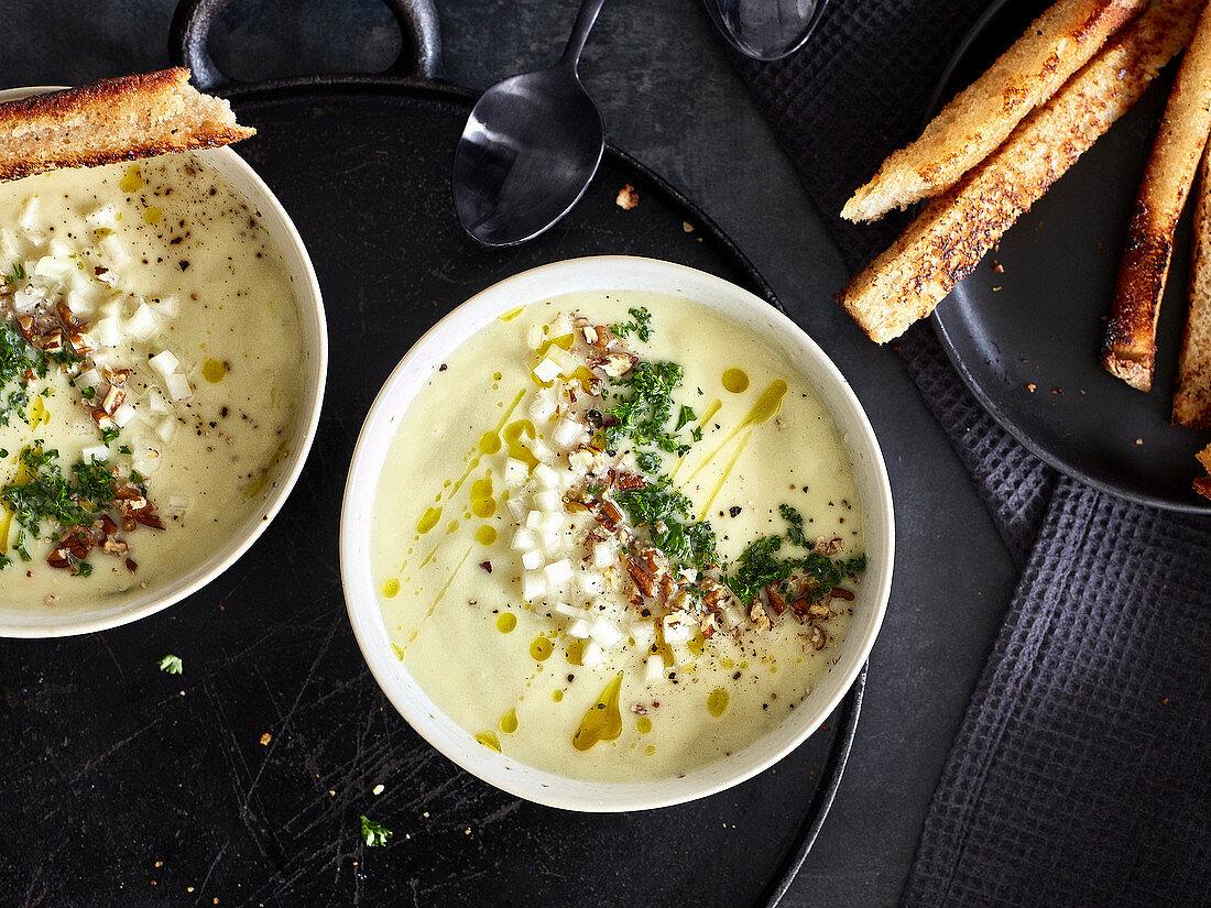 Cream of kohlrabi soup with bread sticks