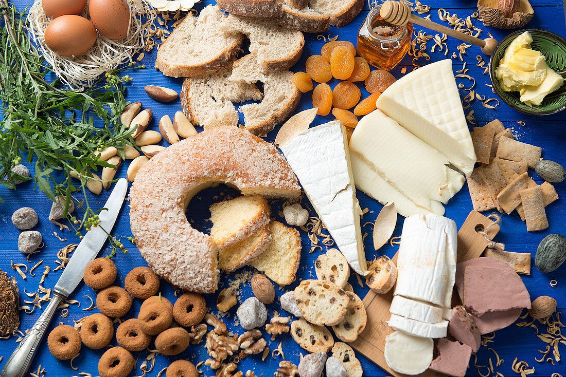 Stillleben mit verschiedenen Zutaten fürs Frühstück oder Brunch