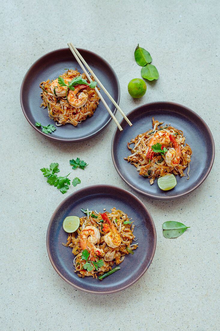 Pad Thai (Thai dish with shrimps and rice noodles)