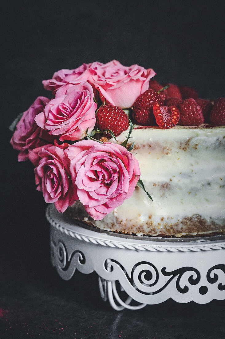 Raspberry and vanilla sponge cake with chocolate cream