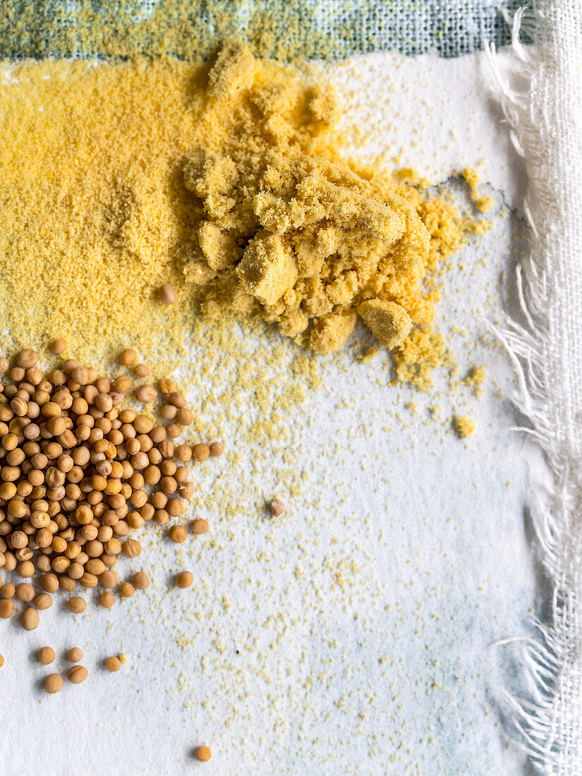 Mustard flour and mustard seeds