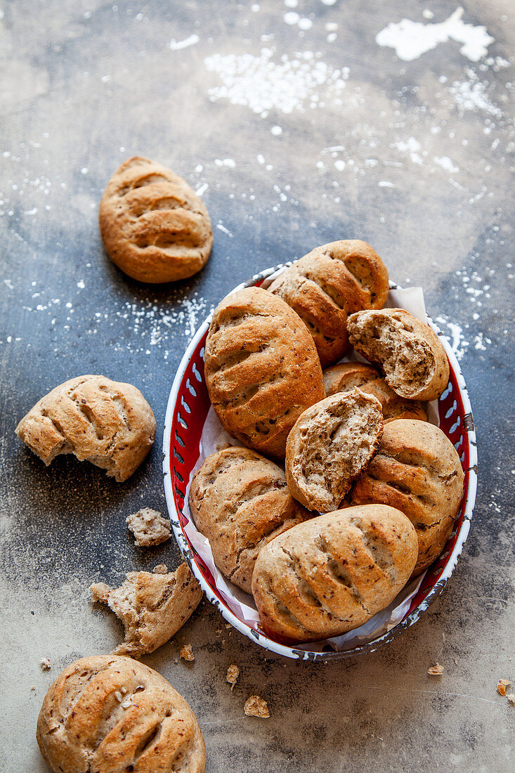 Wholemeal rolls with ground flax seeds