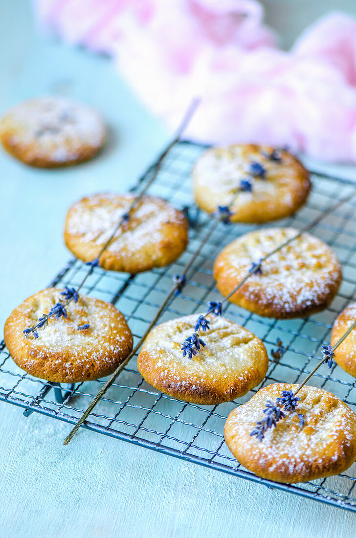Almond biscuits without eggs with aquafaba
