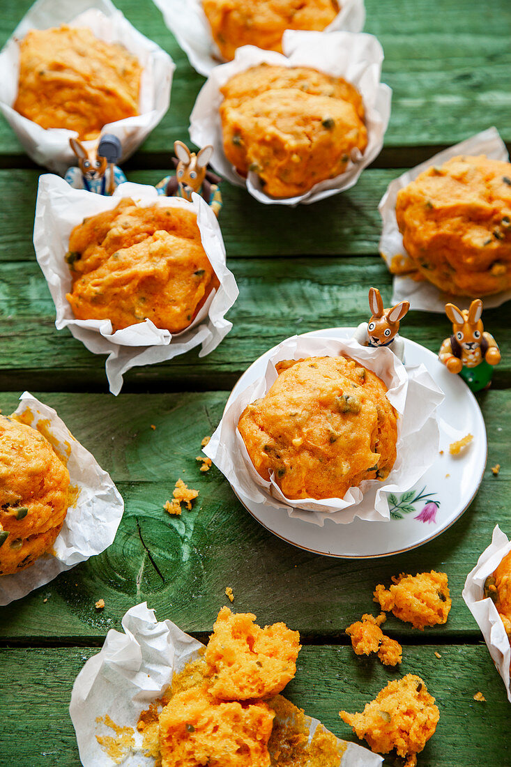 Carrot and pistachio muffins with Easter bunnies
