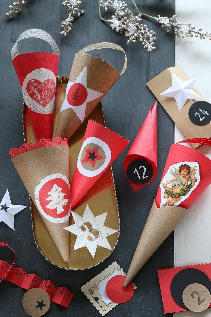Selbstgebastelte rote und beige Spitztüten für Adventskalender