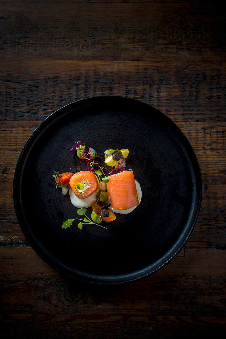 Smoked salmon rolls with cress