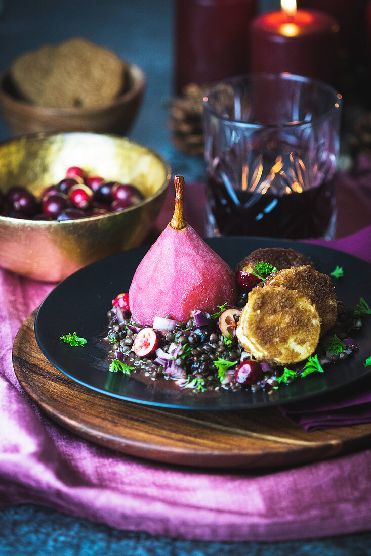 Lentil salad with cranberries, mulled wine pears and goat's cheese in a gingerbread crust