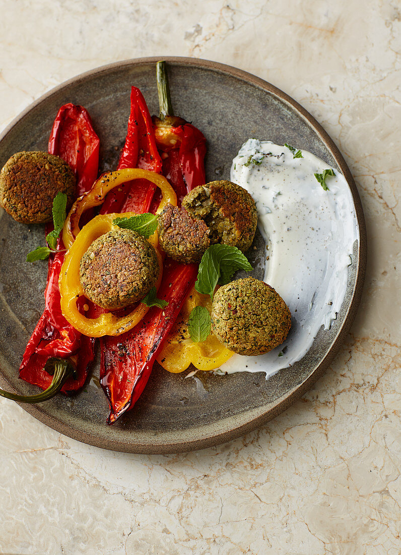 Pistachio falafel with pointed peppers