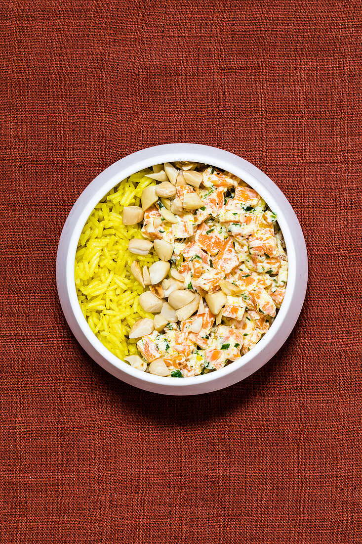 Basil and carrots with curried rice and almonds