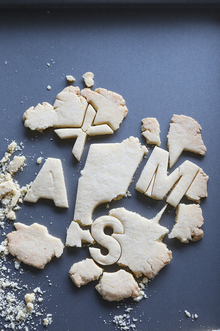 Gluten-free shortbread biscuits with crumbs (Christmas)