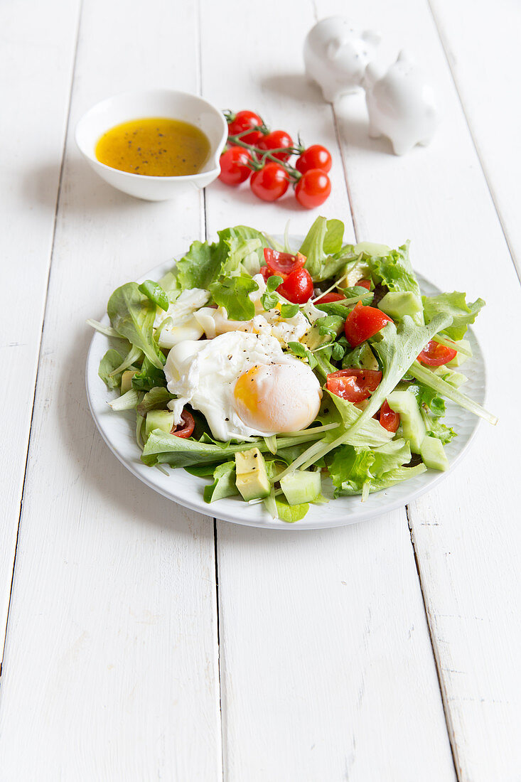 Lettuce with poached eggs and cherry tomatoes
