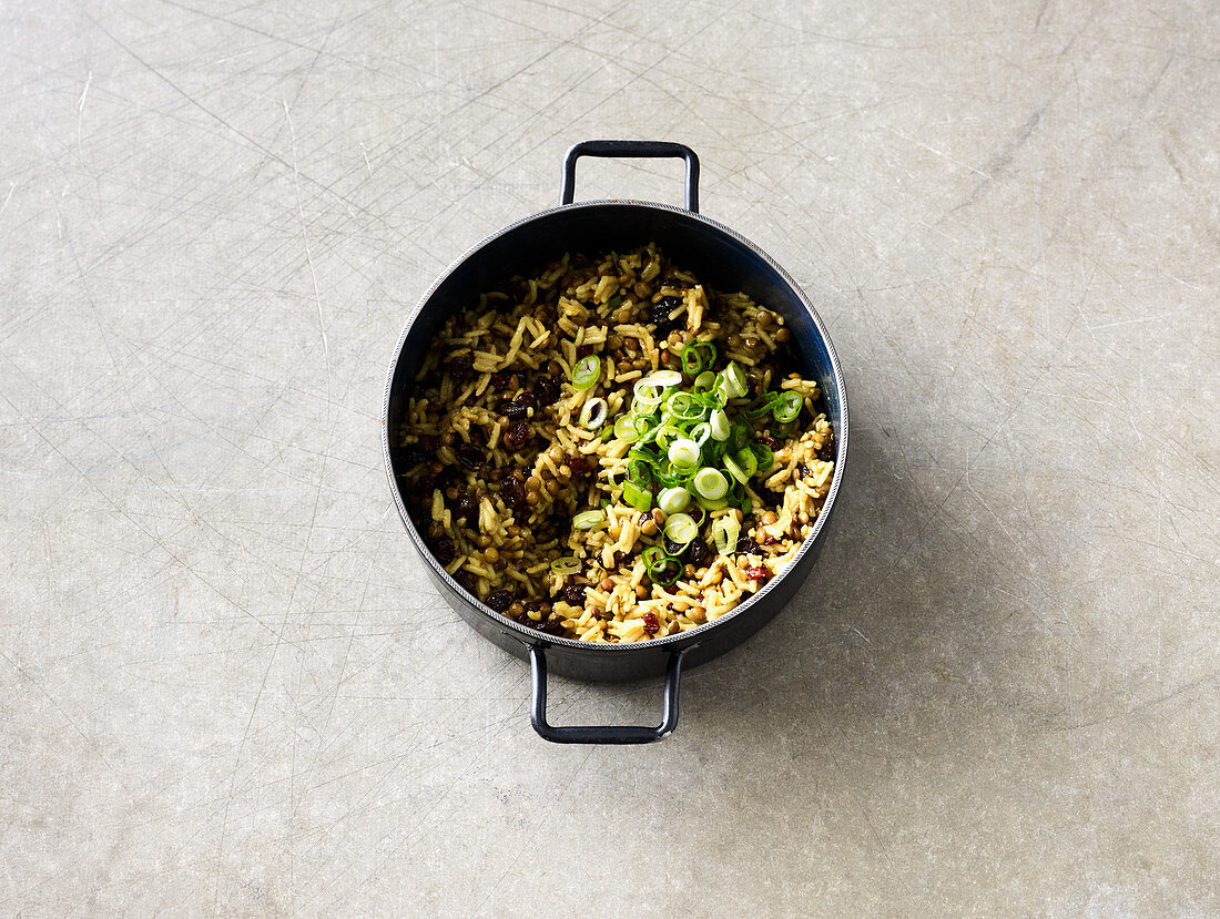 Mountain lentils with rice, curry and barberries