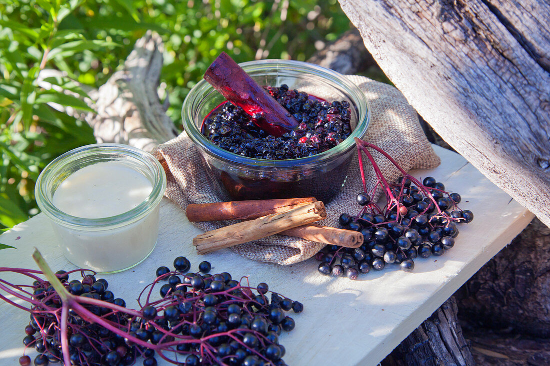 Elderberry compote and ingredients