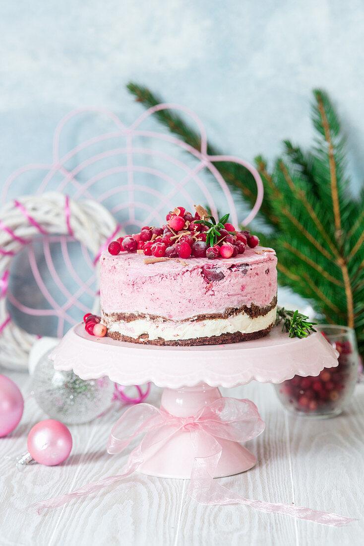 Ice cream cake with cranberries