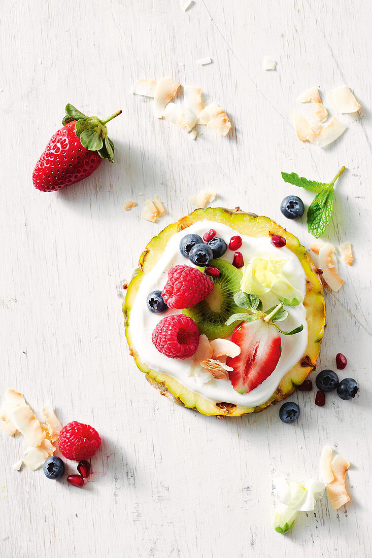 Pineapple pizza with berries
