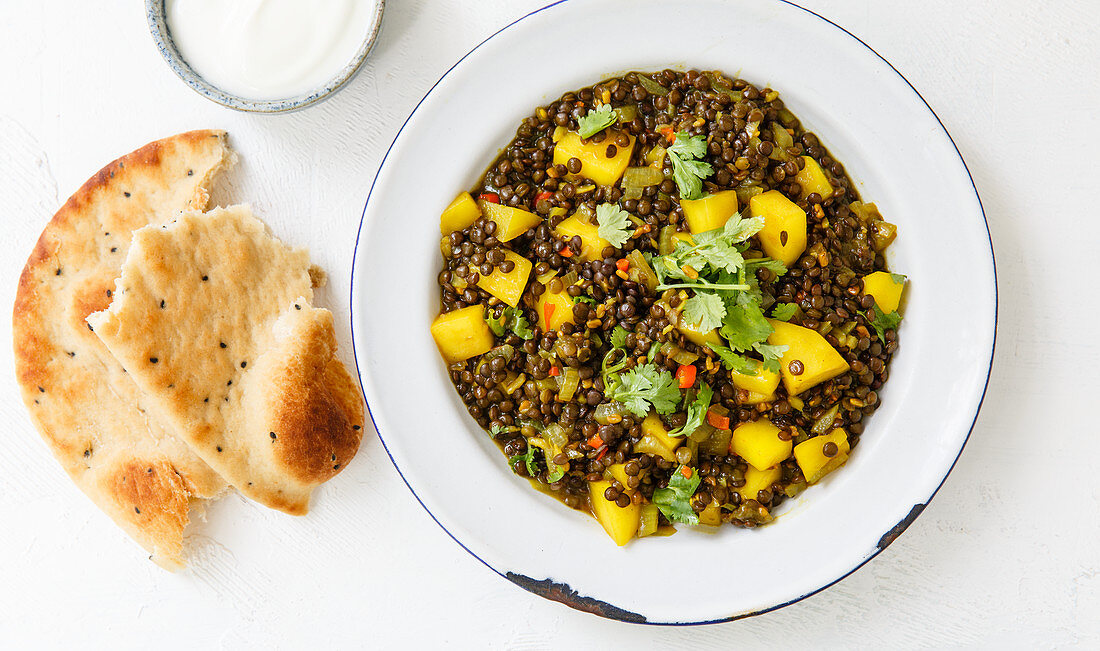 Fruity lentil curry with fenugreek seeds and mango