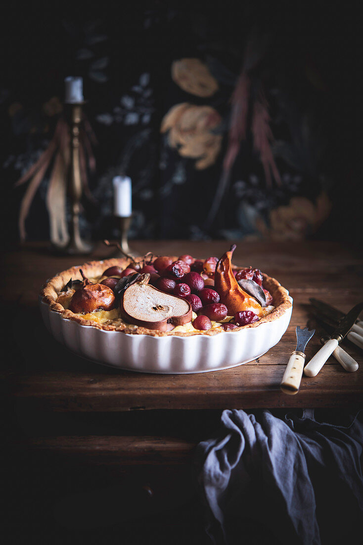 Cheese quiche with pears and grapes