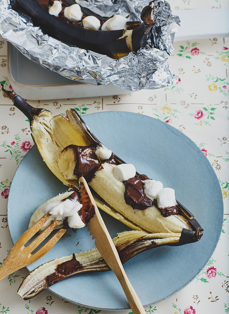 Grilled bananas with chocolate sauce and marshmallows