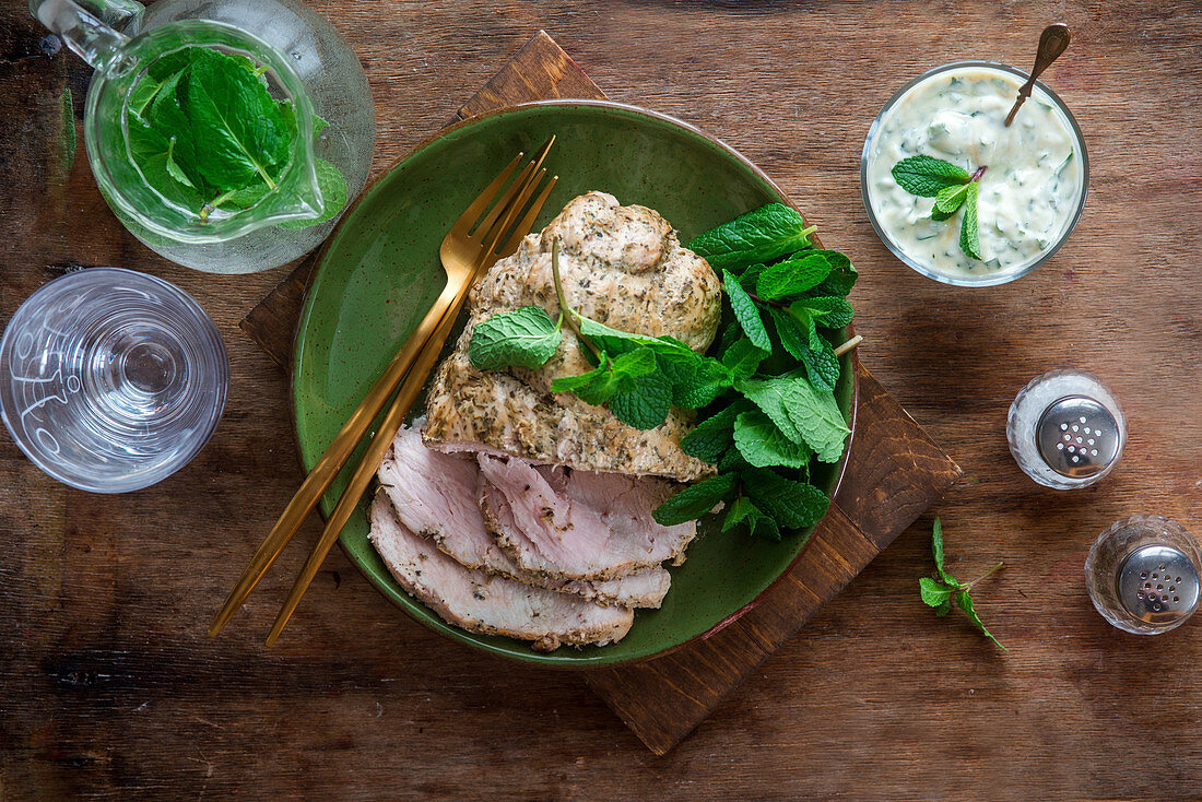 Turkey breast with mint and yoghurt dip