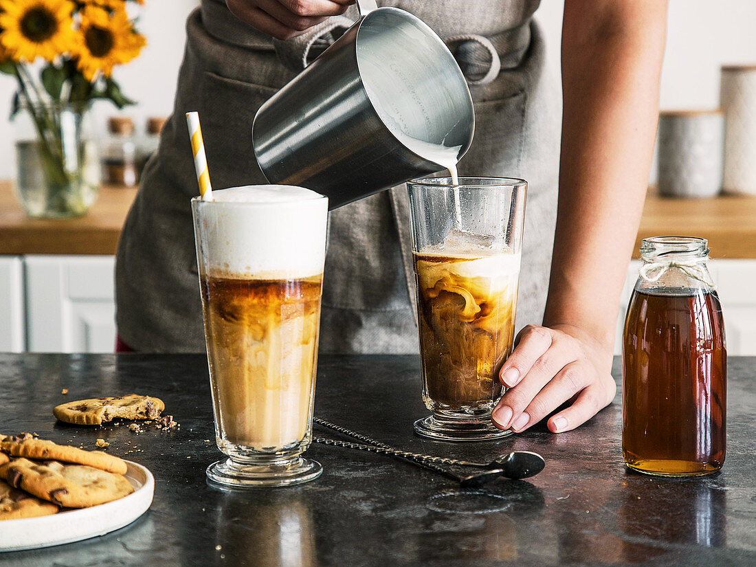 Iced vanilla latte (iced coffee with vanilla syrup and milk foam)