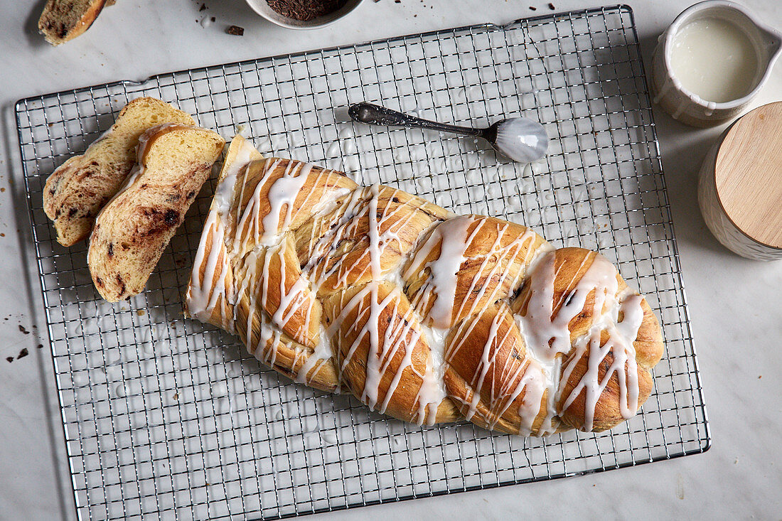 An Easter plait with chocolate and icing