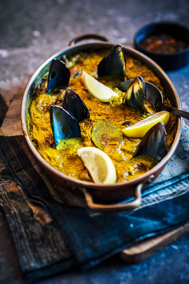 Bobotie with mussels in a pan (South Africa)