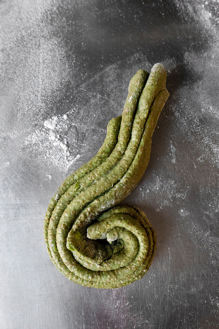 Raw pastry for Indian spinach and cashew nut paratha