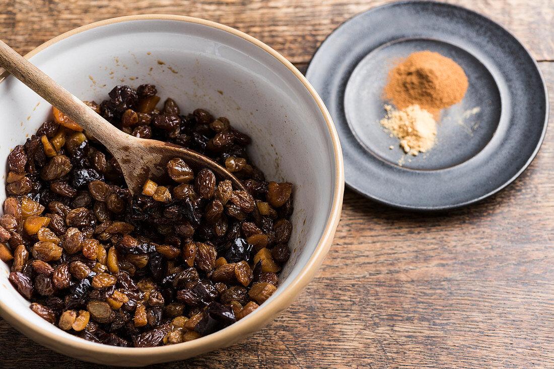 Preserved raisins and sultanas