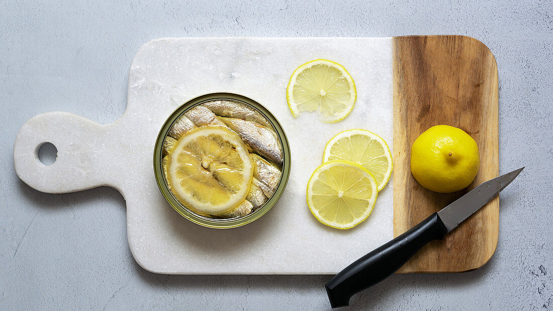 Sardines with a slice of lemon in a can