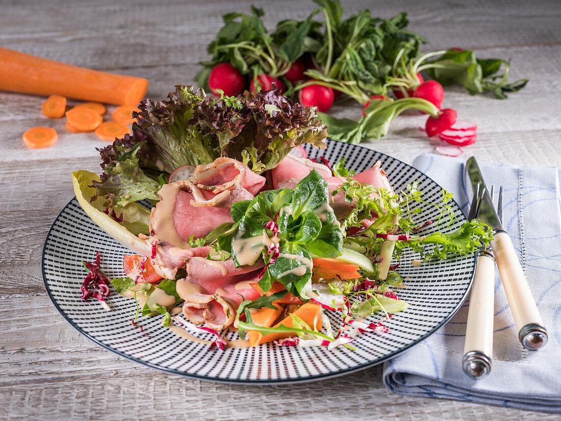 Roast beef on mixed salad