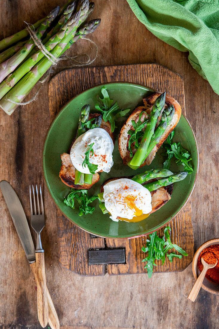 Poached egg asparagus toast