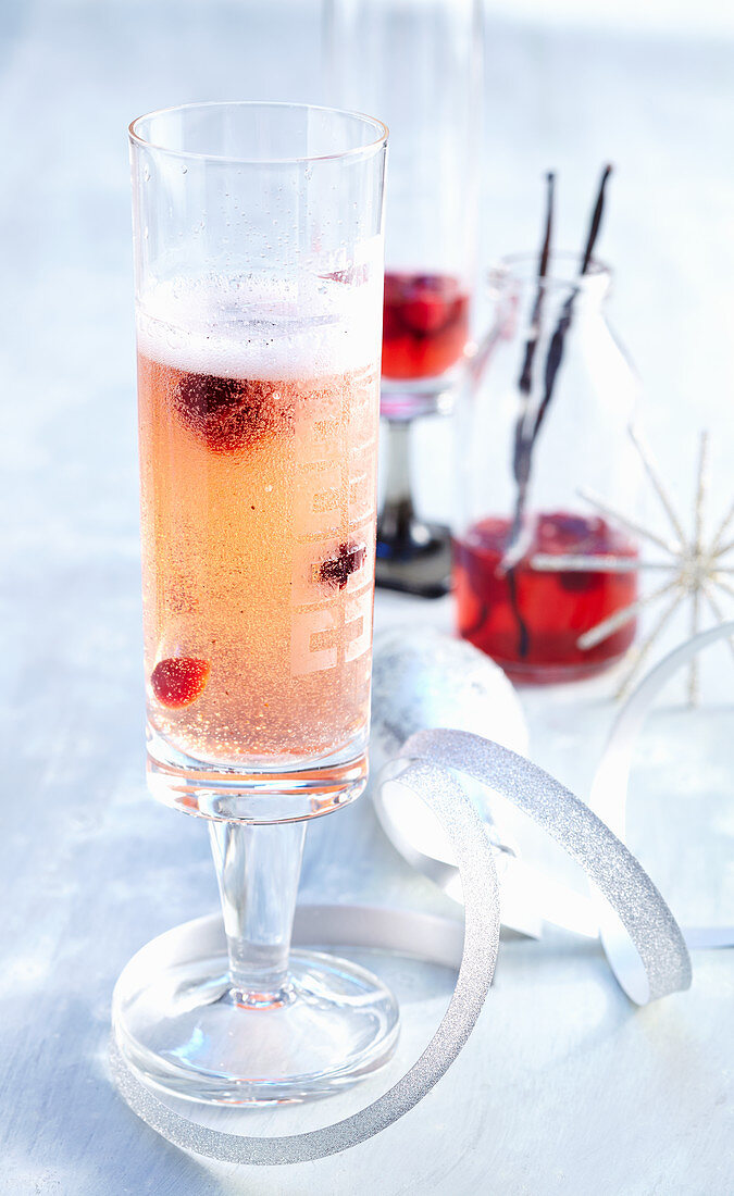Christmas cranberry and champagne cocktails with vanilla