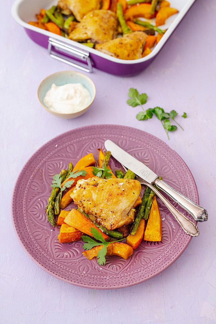 Oven-roasted, curried chicken legs with pumpkin, green asparagus and yogurt