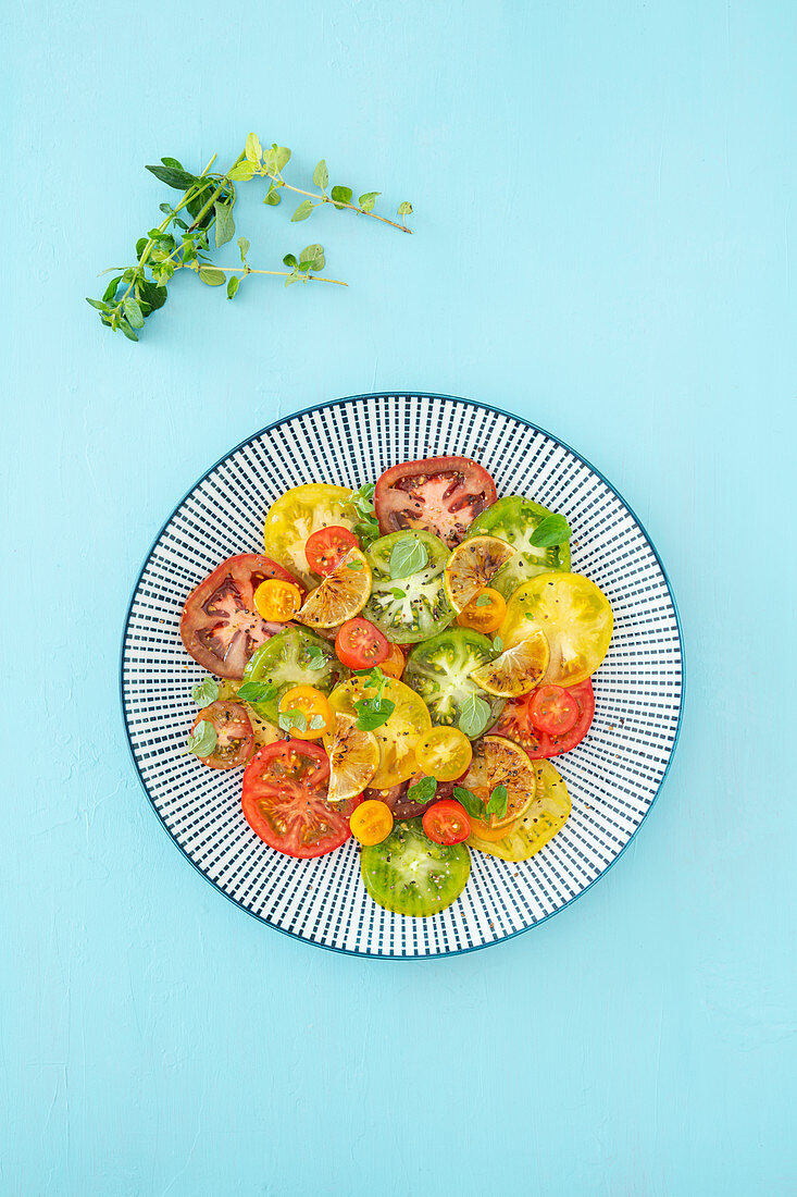 Colourful tomato salad with caramelised limes (vegan, low-carb)