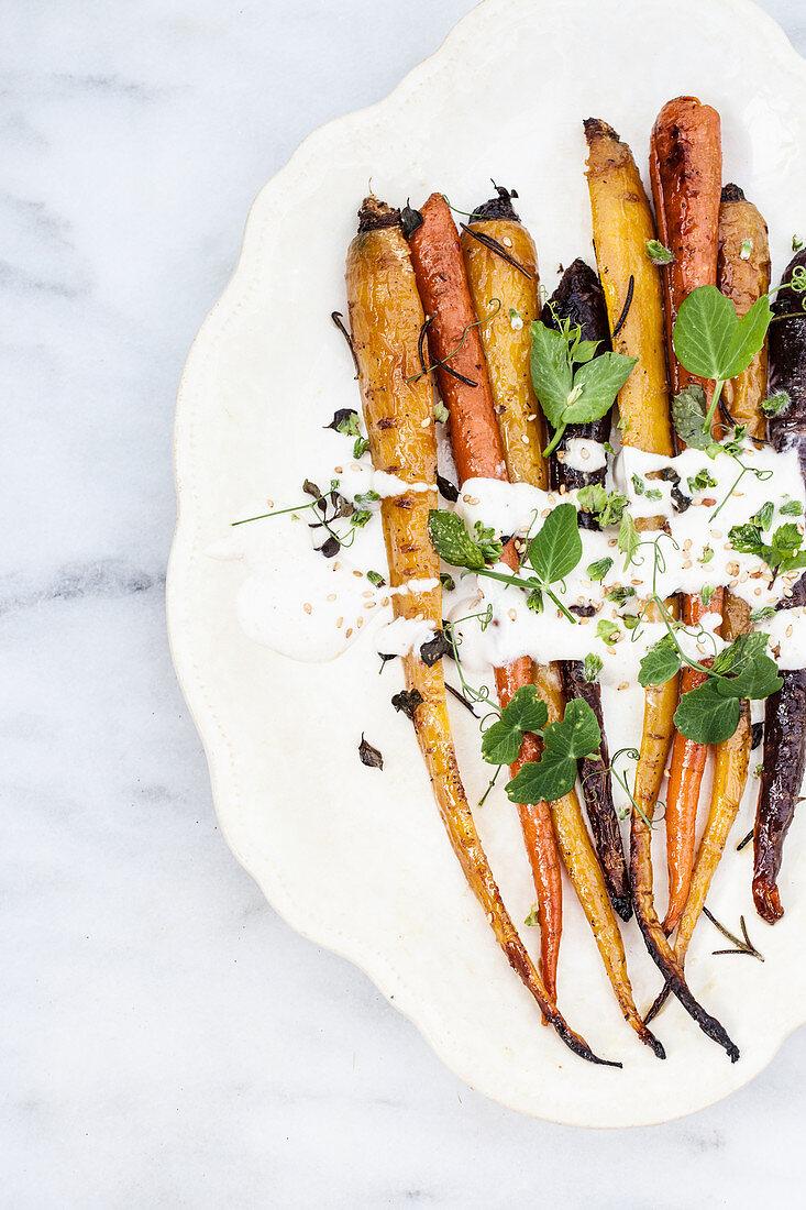 Roasted carrots with yoghurt sauce