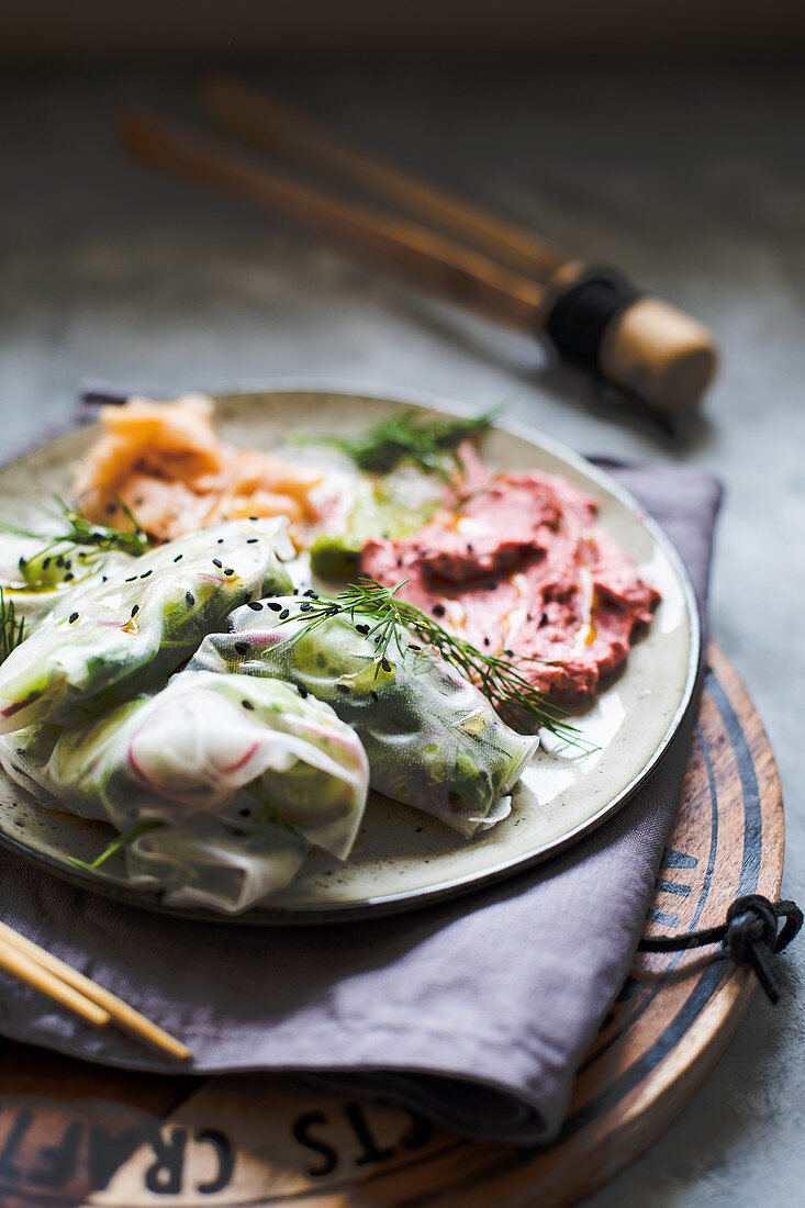 Rice paper wraps with ginger and cranberry hummus