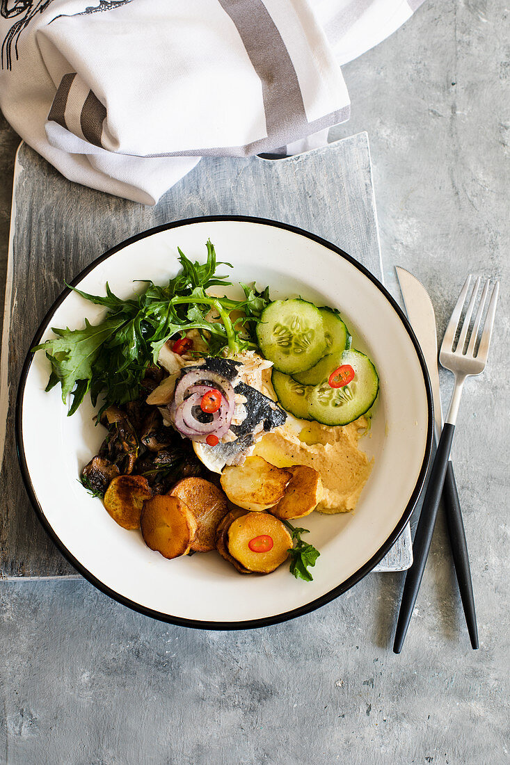 Salad of baked potatoes with herring